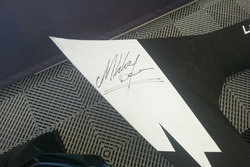 Il cofano della Lamborghini di Simon Larsson firmato da Mikkey Dee dei Motorhead