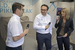 Технический директор Volkswagen Motorsport Франсуа-Ксавье Демезон, руководитель команды Свен Сметс и Марен Браун