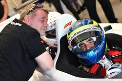Барбара Пэлвин, Пол Стоддарт и пилот F1 Experiences Жолт Баумгартнер