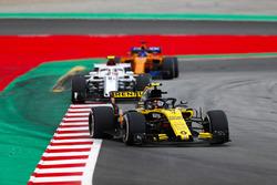 Carlos Sainz Jr., Renault Sport F1 Team R.S. 18, Charles Leclerc, Sauber C37, Fernando Alonso, McLaren MCL33
