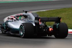Lewis Hamilton, Mercedes-AMG F1 W09 met lichten op de achtervleugel