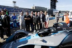 Jean Todt, président de la FIA, Alejandro Agag, PDG , Formula E, Nico Rosberg, champion du monde de Formule 1et investisseur en Formule E, avec la monoplace Gen2 de Formule E Car.