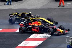 Carlos Sainz Jr., Renault Sport F1 Team R.S. 18 lotta con Max Verstappen, Red Bull Racing RB14