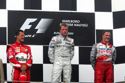 Podium: second place Michael Schumacher, Ferrari, race winner Kimi Raikkonen, McLaren, third place Ralf Schumacher, Toyota Racing