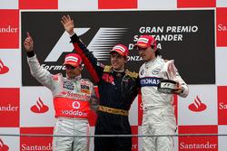 Подиум: победитель гонки Себастьян Феттель, Scuderia Toro Rosso, второе место – Хейкки Ковалайнен, McLaren, третье место – Роберт Кубица, BMW Sauber F1