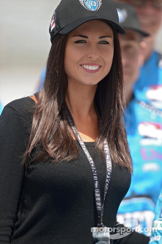 Kirsten Dee, namorada de James Hinchcliffe