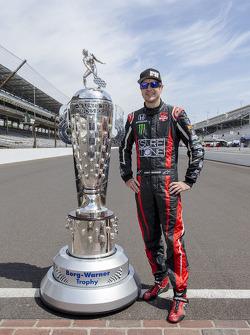 Kurt Busch with the Borg-Warner trophy
