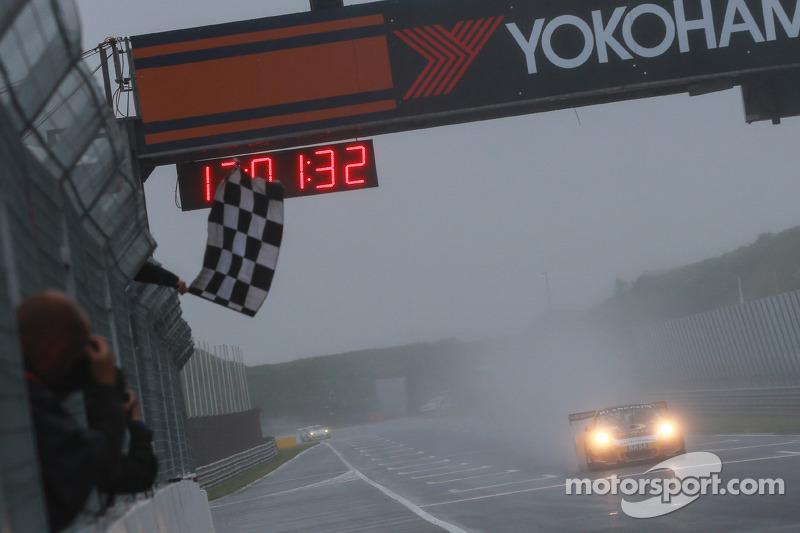 Vincitore Race 1, GW IT Racing Team Schötz Motorsport Porsche 911 GT3 R: Kevin Estre, Jaap van Lagen