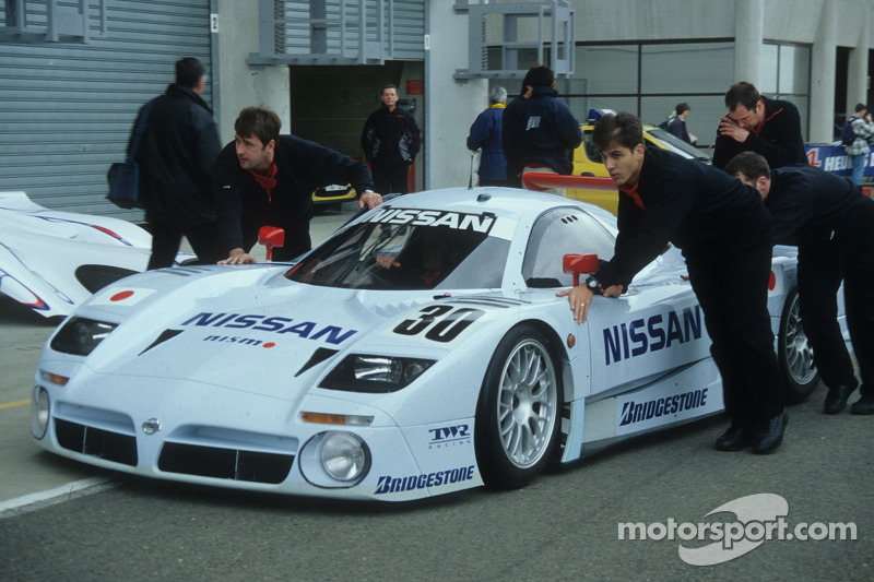 1999 #30 Nissan R390 GT1: John Nielsen, Franck Lagorce, Michael Krumm