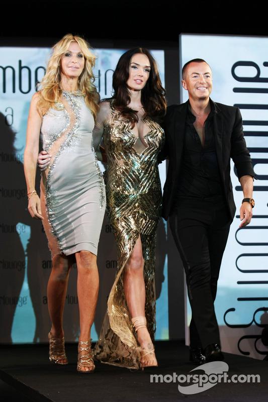 (Esquerda para direita): Melissa Odabash, designer de roupas de natação, com Tamara Ecclestone, e Julien Macdonald, Fashion Designer, no Amber Lounge Fashion Show