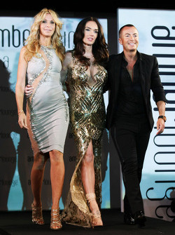 (Soldan Sağa): Melissa Odabash, Mayo Tasarımcısı ve Tamara Ecclestone, ve Julien Macdonald, Moda Tasarımcısı, Amber Lounge Fashion Show'da