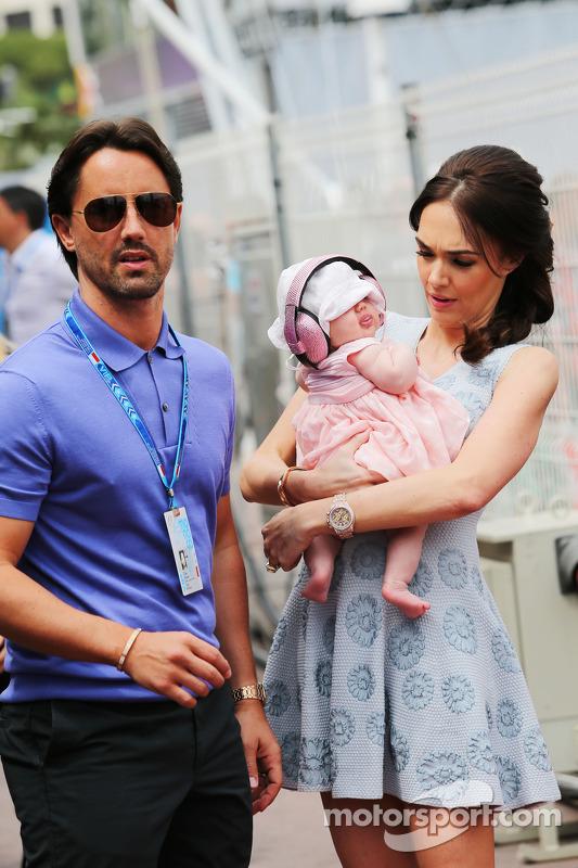 Tamara Ecclestone, con il marito Jay Rutland, e la loro figlia Sophie