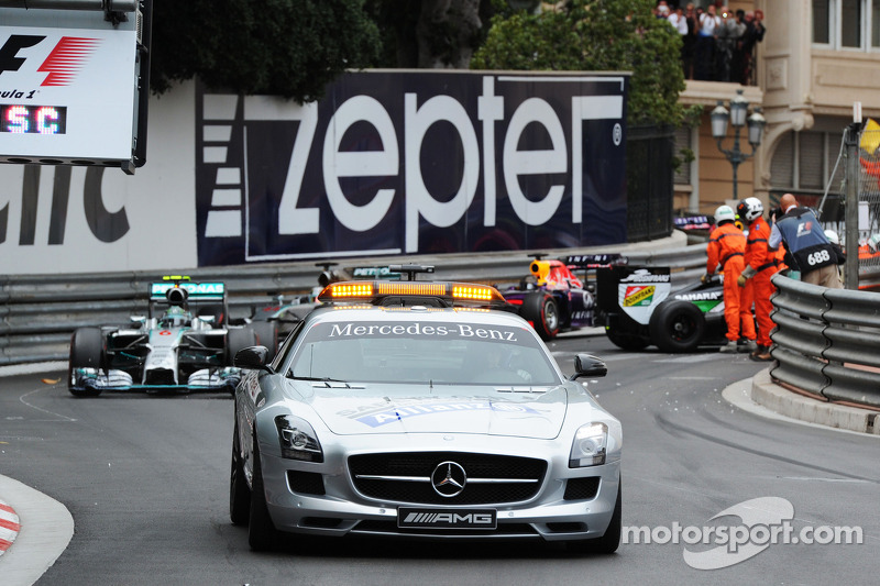Safety-Car-Phase: Nico Rosberg, Mercedes AMG F1 W05, führt