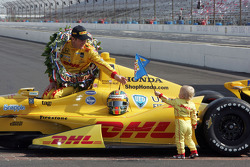 Ryan Hunter-Reay and son Ryden