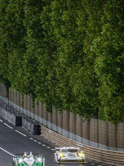 #42 Caterham Racing Zytek Z11SN - Nissan: Tom Kimber-Smith, Chris Dyson, Matthew McMurry, #92 Porsche Team Manthey Porsche 911 RSR (991): Marco Holzer, Frédéric Makowiecki, Richard Lietz