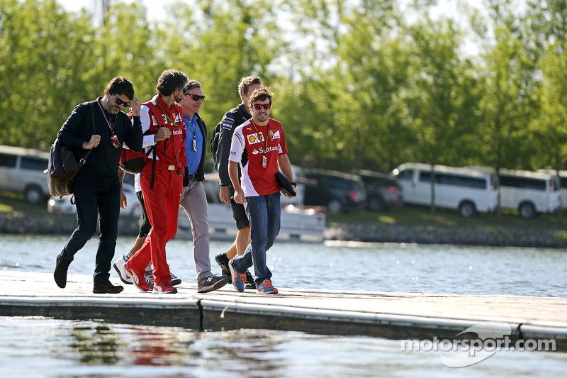 Fernando Alonso, Ferrari, with Luis Garcia Abad, Driver Manager; Edoardo Bendinelli, Personal Trainer and Carlos Sainz (ESP)