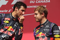 Podium: Red Bull Racing avec Sebastian Vettel, Red Bull Racing