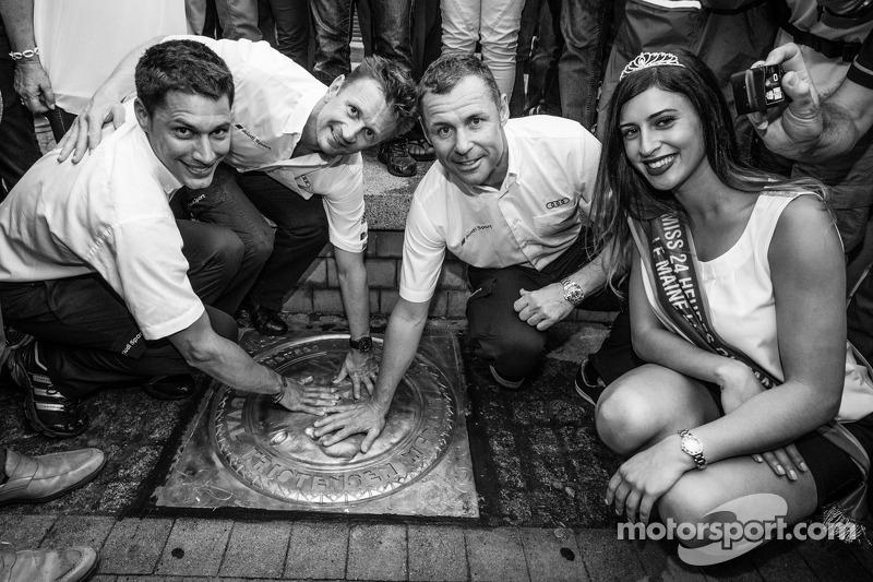 El izi seremonisi: 2013 24 Saat Le Mans Kazanan Loic Duval, Allan McNish ve Tom Kristensen ve Miss 24 Saat Le Mans 2014