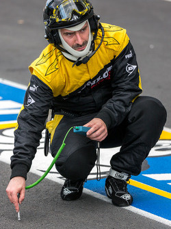 Dunlop tire engineer