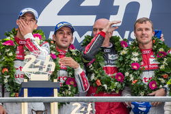 LMP1-H podium: class and overall winners Marcel Fässler, Andre Lotterer, Benoit Tréluyer with Dr. Wolfgang Ullrich
