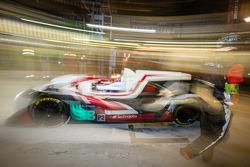 Pit stop para o #38 Jota Esporte Zytek Z11SN - Nissan: Simon Dolan, Harry Tincknell, Oliver Turvey