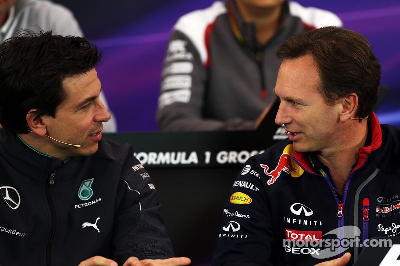 Toto Wolff, Mercedes AMG F1 Socio e direttore esecutivo e Christian Horner, Red Bull Racing Team Principal alla conferenza stampa FIA