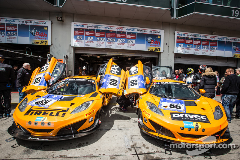 #69 Dörr Motorsport 迈凯伦 MP4-12C 和 #66 Dörr Motorsport 迈凯伦 MP4-12C