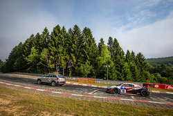 #10 Abt Racing 奥迪 R8 LMS ultra: 克里斯托弗·米斯, 克里斯特·约恩斯, 尼克拉斯·肯特尼希, 多米尼克·施瓦格 在后勤卡车后面