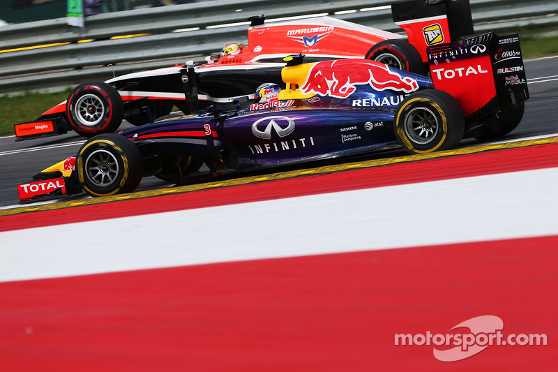 Daniel Ricciardo, Red Bull Racing RB10 ve Jules Bianchi, Marussia F1 Takımı MR03