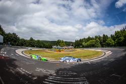 #183 Adrenalin Motorsport BMW E36 M3: Niels Borum, Maurice O'Reilly, Michael Eden, #29 GT Corse by Rinaldi Ferrari 458 İtalya GT3: Alexander Mattschull, Andrea Barlesi, Pierre Ehret, Mike Jäger