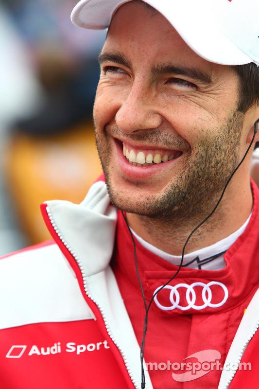 Chuva cobre os sapatos de Mike Rockenfeller, Audi Sport Team Phoenix Audi RS 5 DTM