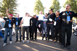 Romain Dumas celebrates overall victory with Norbert Santos and his team
