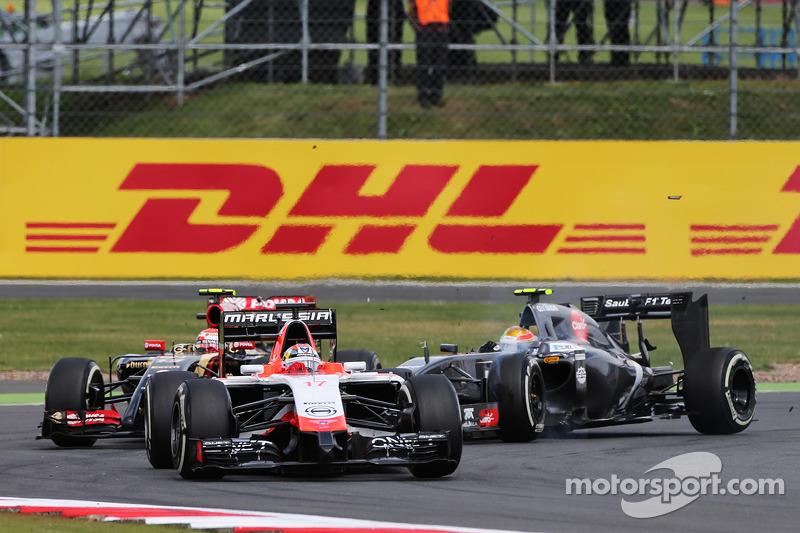 玛鲁西亚F1车队MR03赛车车手朱尔斯·比安奇领先路特斯F1 E21车手帕斯托·马尔多纳多和索伯C33车手埃斯塔班·古铁雷兹