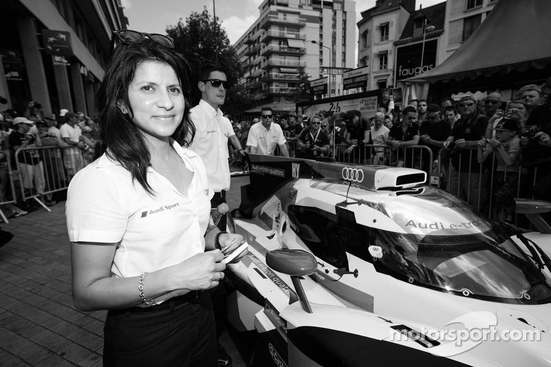 Leena Gade, engenheira de corridas do #2 Audi Sport Team Joest Audi R18 E-Tron Quattro