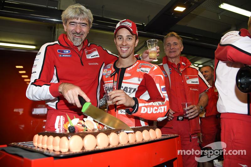Gigi Dall'Igna, Ducati Corse genel menajerinin doğum günü kutlaması ve Andrea Dovizioso