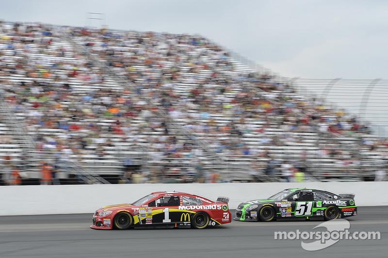 Jamie McMurray, Ganassi Racing Chevrolet e Justin Allgaier, Phoenix Racing Chevrolet