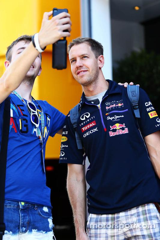 Sebastian Vettel con un fan