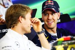 (Soldan Sağa): Nico Rosberg, Mercedes AMG F1 ve Sebastian Vettel, Red Bull Racing FIA Basın Konferansı'nda