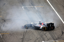 Adrian Sutil, Sauber C33 spins out of the race
