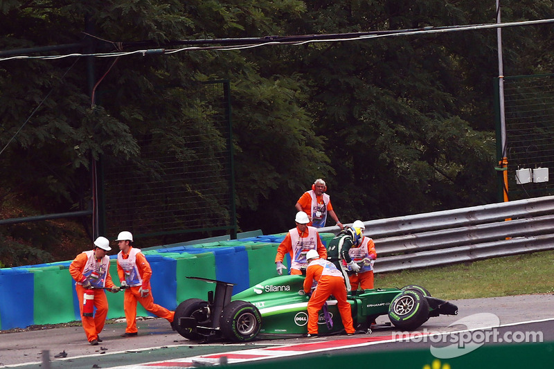 Marcus Ericsson, Caterham CT05 crashed out of the race