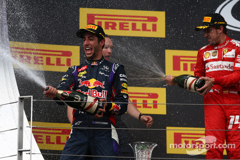 Daniel Ricciardo, Red Bull Racing RB10 and Fernando Alonso, Ferrari