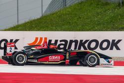 Esteban Ocon, Prema Powerteam Dallara F312 Mercedes yarış dışı kalıyor