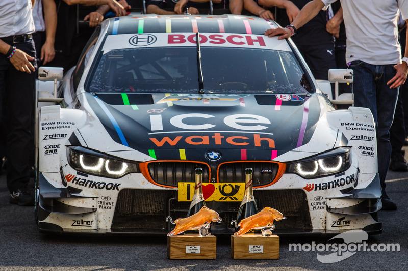 La vincente DTM BMW Team RMG BMW M4 di Marco Wittmann e i suoi trofei