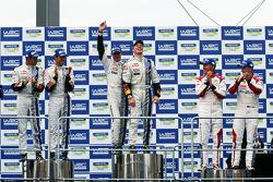 Podio: vincitori Jari-Matti Latvala e Miikka Anttila, secondo posto Sébastien Ogier e Julien Ingrassia, terzo posto Kris Meeke e Paul Nagle