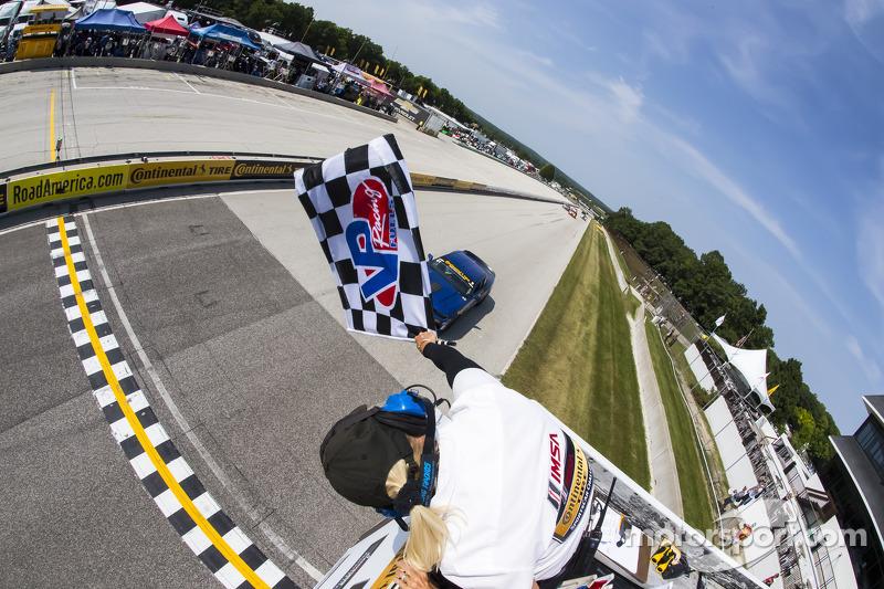 #01 CKS Autosport Camaro GS.R: Lawson Aschenbach, Eric Curran takes the win