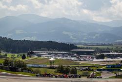 Prema Powerteam车队驾驶达拉拉F312梅赛德斯赛车的埃斯特万·奥孔,kfzteile24车队驾驶达拉拉F312梅赛德斯的罗伊·尼桑尼