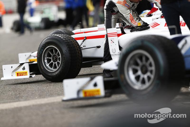 Ali GP2 in pit lane