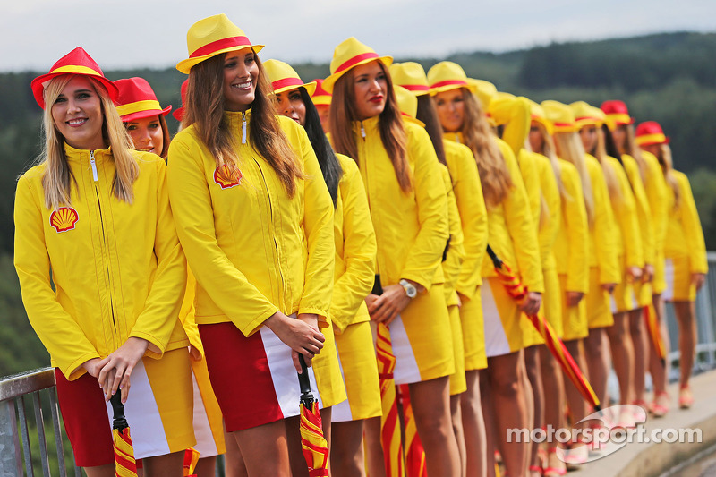Shell, ragazze in griglia