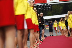 Grid girls on the drivers parade and Mark Thompson, Getty Images Photographer