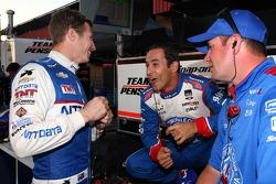 Ryan Briscoe, Chip Ganassi Racing Chevrolet and Helio Castroneves, Penske Racing Chevrolet